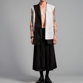 Oversized vest in black and white