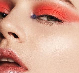 How to look chic in orange eyeshadow