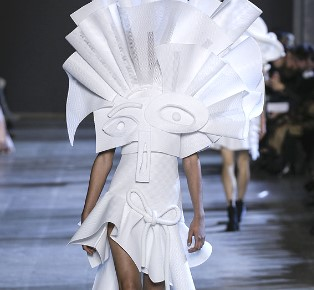 Viktor & Rolf Couture Spring Summer 2016 in PFW
