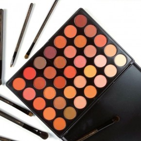 Y3NOLOGY Fashion Face Awards Vegan Judges 35 Colours Eyeshadow palette Sunset